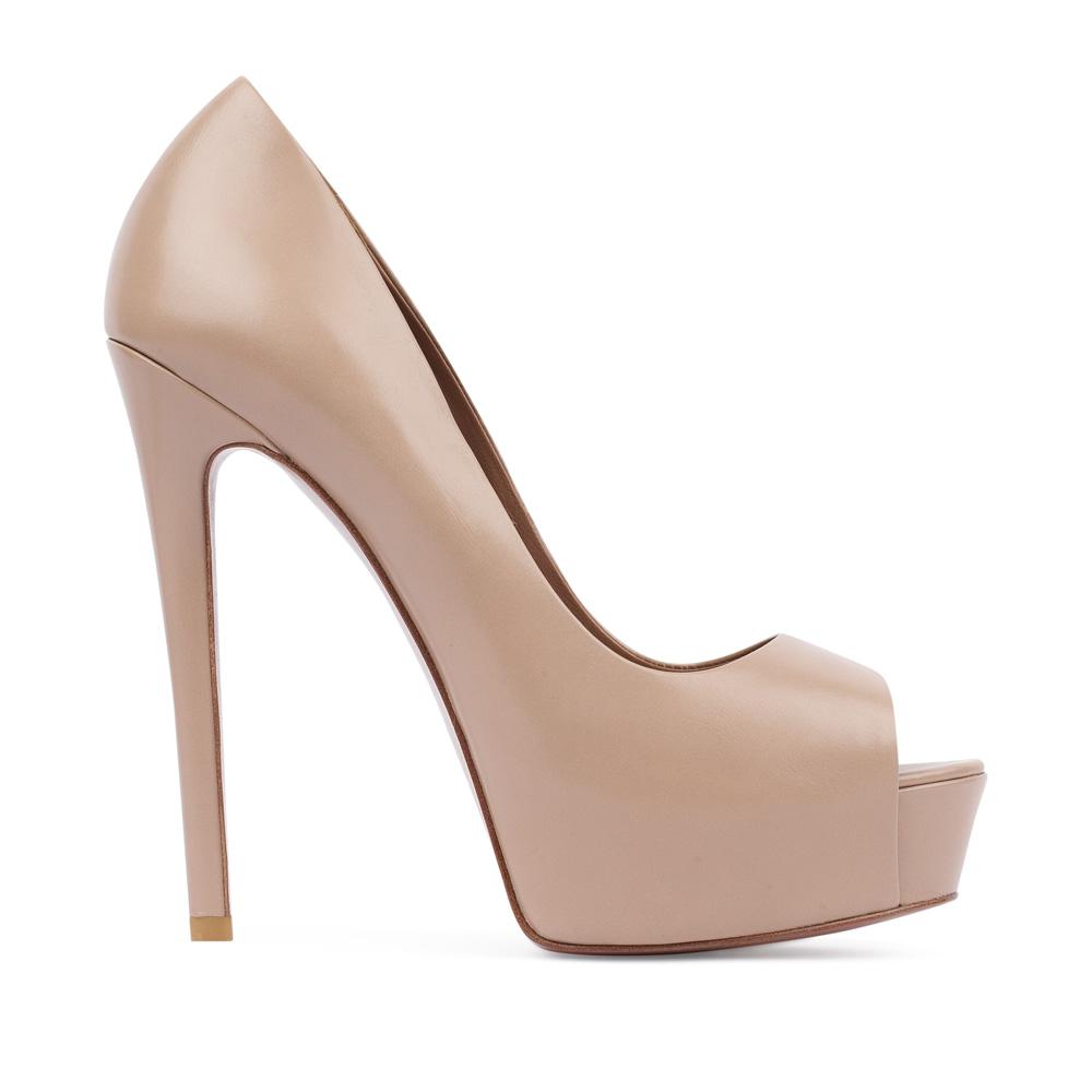 Кожаные туфли бежевого цвета с открытым мыскомТуфли женские<br><br>Материал верха: Кожа<br>Материал подкладки: Кожа<br>Материал подошвы:Кожа<br>Цвет: Бежевый<br>Высота каблука: 13 см<br>Дизайн: Италия<br>Страна производства: Китай<br><br>Высота каблука: 13 см<br>Материал верха: Кожа<br>Материал подошвы: Кожа<br>Материал подкладки: Кожа<br>Цвет: Бежевый<br>Вес кг: 1.00000000<br>Выберите размер обуви: 39