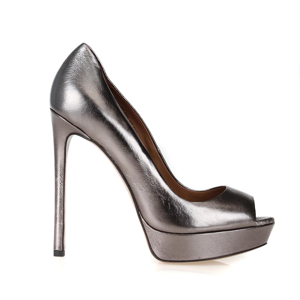 Туфли из металлизированной кожи стального цвета на высоком каблуке