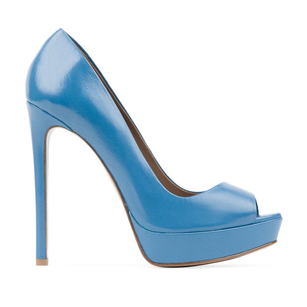 Туфли из кожи лазурного цвета на высоком каблукеТуфли женские<br><br>Материал верха: Кожа<br>Материал подкладки: Кожа<br>Материал подошвы: Кожа<br>Цвет: Голубой<br>Высота каблука: 13 см<br>Дизайн: Италия<br>Страна производства: Китай<br><br>Высота каблука: 13 см<br>Материал верха: Кожа<br>Материал подошвы: Кожа<br>Материал подкладки: Кожа<br>Цвет: Голубой<br>Пол: Женский<br>Вес кг: 0.50000000<br>Размер обуви: 39
