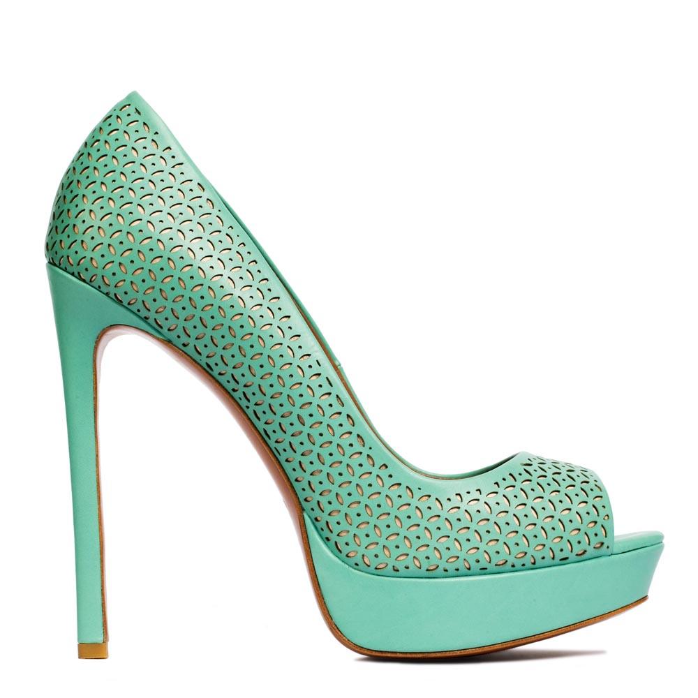 Кожаные туфли мятного цвета с перфорацией на высоком каблуке