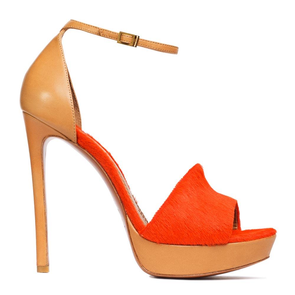 Кожаные туфли с вставкой из меха пони оранжевого цвета с ремешкомТуфли женские<br><br>Материал верха: Мех пони<br>Материал подкладки: Кожа<br>Материал подошвы: Кожа<br>Цвет: Оранжевый<br>Высота каблука: 13 см<br>Дизайн: Италия<br>Страна производства: Китай<br><br>Обратите внимание: модель, представленная в последнем<br>размере, может иметь незначительные изъяны (неглубокие царапины,<br>потертости, легкое выцветание, повреждения упаковки).<br><br>Высота каблука: 13 см<br>Материал верха: Мех пони<br>Материал подкладки: Кожа<br>Цвет: Оранжевый<br>Пол: Женский<br>Вес кг: 1.12000000<br>Размер: 36.5***