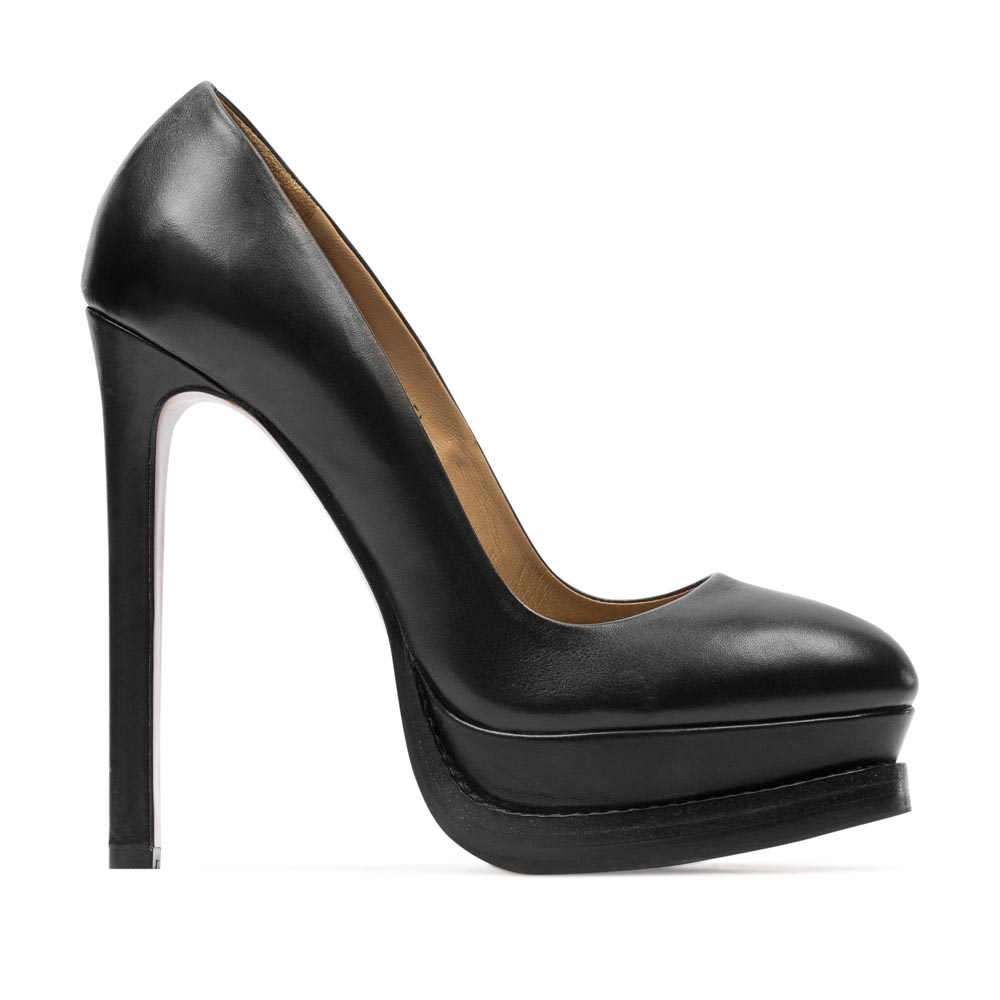 Туфли из кожи черного цвета на высоком каблуке