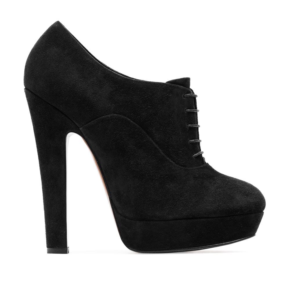 Замшевые ботильоны черного цвета со шнуровкой на высоком каблуке