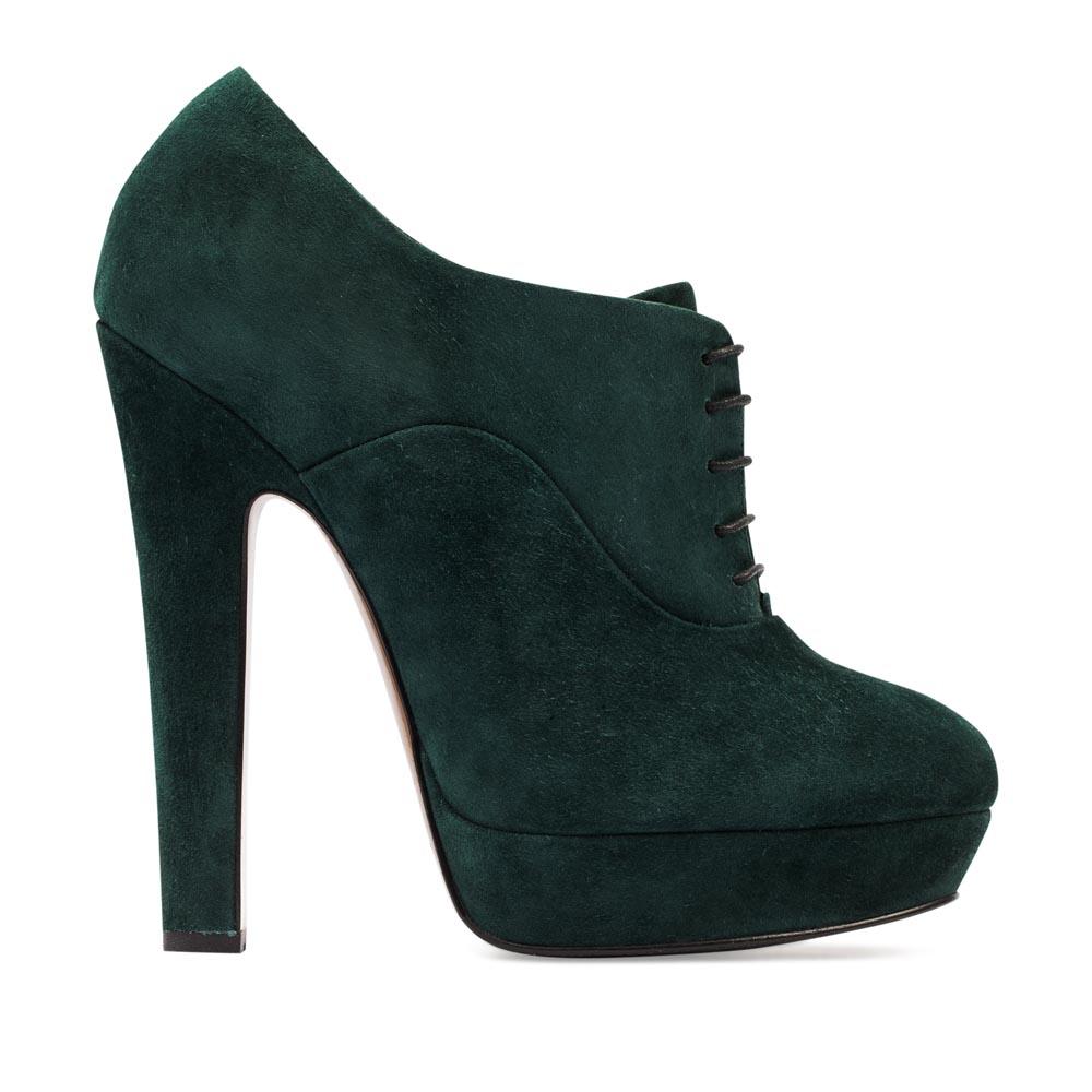 Замшевые ботильоны изумрудного цвета со шнуровкойБотинки женские<br><br>Материал верха: Замша<br>Материал подкладки: Кожа<br>Материал подошвы: Кожа + Резина<br>Цвет: Зеленый<br>Высота каблука: 13 см<br>Дизайн: Италия<br>Страна производства: Китай<br><br>Высота каблука: 13 см<br>Материал верха: Замша<br>Материал подкладки: Кожа<br>Цвет: Зеленый<br>Пол: Женский<br>Вес кг: 1.46000000<br>Размер: 39