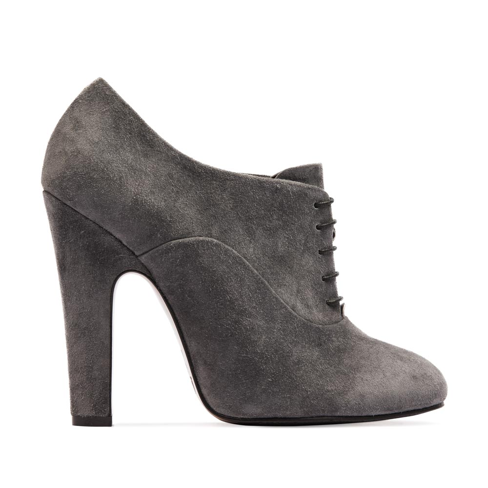Ботильоны из замши каменно-серого цвета на шнуровкеБотинки женские<br><br>Материал верха: Замша<br>Материал подкладки: Кожа<br>Материал подошвы: Кожа<br>Цвет: Серый<br>Высота каблука: 13см<br>Дизайн: Италия<br>Страна производства: Китай<br><br>Высота каблука: 13 см<br>Материал верха: Замша<br>Материал подкладки: Кожа<br>Цвет: Серый<br>Пол: Женский<br>Вес кг: 1.16400000<br>Размер обуви: 38