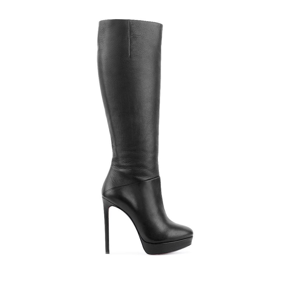 Сапоги черного цвета из кожи на высоком каблуке