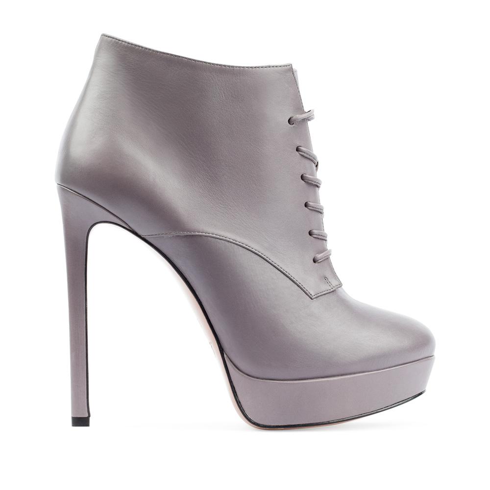 Ботильоны из кожи пепельно-серого цвета со шнуровкой на высоком каблуке
