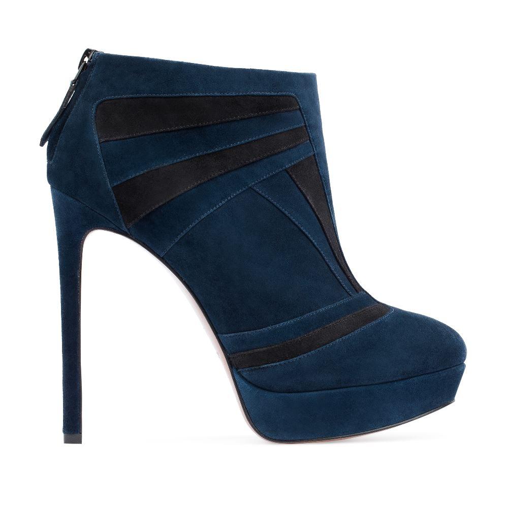 Ботильоны из замши черного и синего цветов на высоком каблукеБотинки женские<br><br>Материал верха: Замша<br>Материал подкладки: Кожа<br>Материал подошвы: Кожа<br>Цвет: Синий<br>Высота каблука: 12 см<br>Дизайн: Италия<br>Страна производства: Китай<br><br>Высота каблука: 12 см<br>Материал верха: Замша<br>Материал подошвы: Кожа<br>Материал подкладки: Кожа<br>Цвет: Синий<br>Вес кг: 0.66000000<br>Выберите размер обуви: 37**
