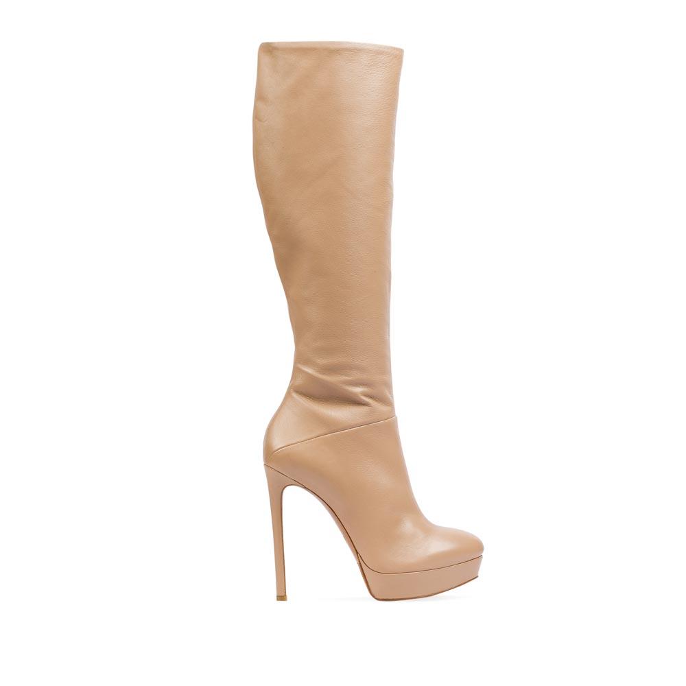 Сапоги из кожи телесного цвета на высоком каблукеСапоги женские<br><br>Материал верха: Кожа<br>Материал подкладки: Кожа<br>Материал подошвы: Кожа + Резина<br>Цвет: Бежевый<br>Высота каблука: 13 см<br>Дизайн: Италия<br>Страна производства: Китай<br><br>Высота каблука: 13 см<br>Материал верха: Кожа<br>Материал подкладки: Кожа<br>Цвет: Бежевый<br>Пол: Женский<br>Вес кг: 1.88000000<br>Размер обуви: 40