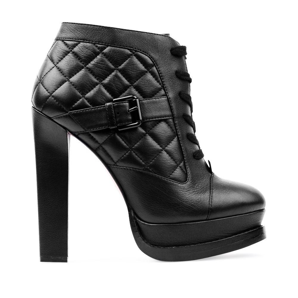 Ботильоны из стеганой кожи черного цвета на устойчивом каблукеБотинки женские<br><br>Материал верха: Кожа<br>Материал подкладки: Текстиль<br>Материал подошвы:Кожа<br>Цвет: Черный<br>Высота каблука: 13 см<br>Дизайн: Италия<br>Страна производства: Китай<br><br>Высота каблука: 13 см<br>Материал верха: Кожа<br>Материал подошвы: Кожа<br>Материал подкладки: Текстиль<br>Цвет: Черный<br>Вес кг: 1.00000000<br>Размер обуви: 40