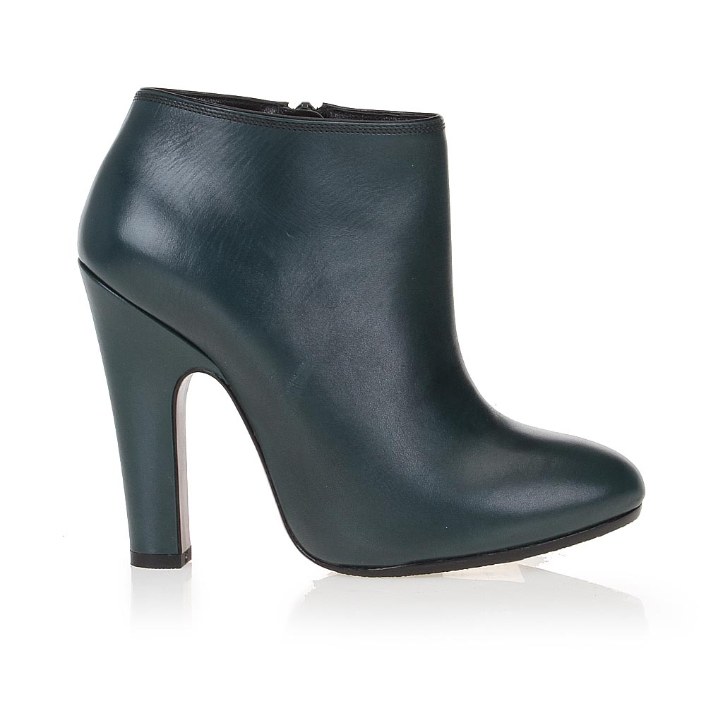 Ботильоны из кожи темно-зеленого цвета на устойчивом каблукеБотинки женские<br><br>Материал верха: Кожа<br>Материал подкладки: Кожа<br>Материал подошвы: Кожа + Резина<br>Цвет: Зеленый<br>Высота каблука: 11 см<br>Дизайн: Италия<br>Страна производства: Китай<br><br>Высота каблука: 11 см<br>Материал верха: Кожа<br>Материал подкладки: Кожа<br>Цвет: Зеленый<br>Пол: Женский<br>Вес кг: 1.28000000<br>Размер обуви: 36.5**