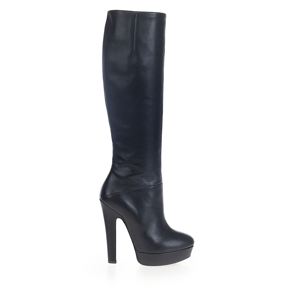 Сапоги на высоком устойчивом каблуке из кожи черного цветаСапоги женские<br><br>Материал верха: Кожа<br>Материал подкладки: Кожа<br>Материал подошвы: Кожа<br>Цвет: Чёрный<br>Высота каблука: 13 см<br>Дизайн: Италия<br>Страна производства: Китай<br><br>Высота каблука: 13 см<br>Материал верха: Кожа<br>Материал подкладки: Кожа<br>Цвет: Черный<br>Пол: Женский<br>Вес кг: 2.00000000<br>Размер обуви: 40