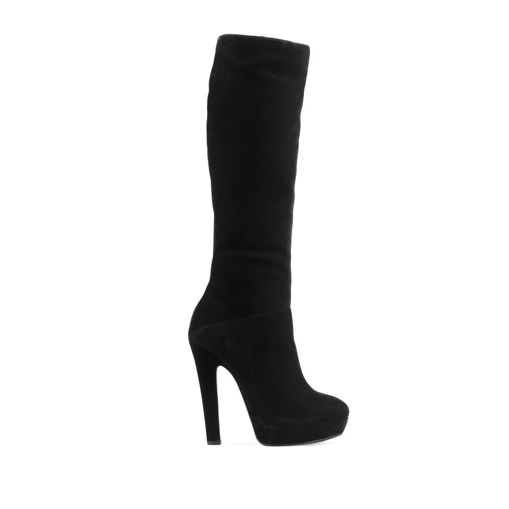 Замшевые сапоги черного цвета на устойчивом каблуке с мехомСапоги женские<br><br>Материал верха: Замша<br>Материал подкладки: Мех<br>Материал подошвы: Кожа + Резина<br>Цвет: Черный<br>Высота каблука: 13 см<br>Дизайн: Италия<br>Страна производства: Китай<br><br>Высота каблука: 13 см<br>Материал верха: Замша<br>Материал подкладки: Мех<br>Цвет: Черный<br>Пол: Женский<br>Вес кг: 2.40000000<br>Размер: 39**