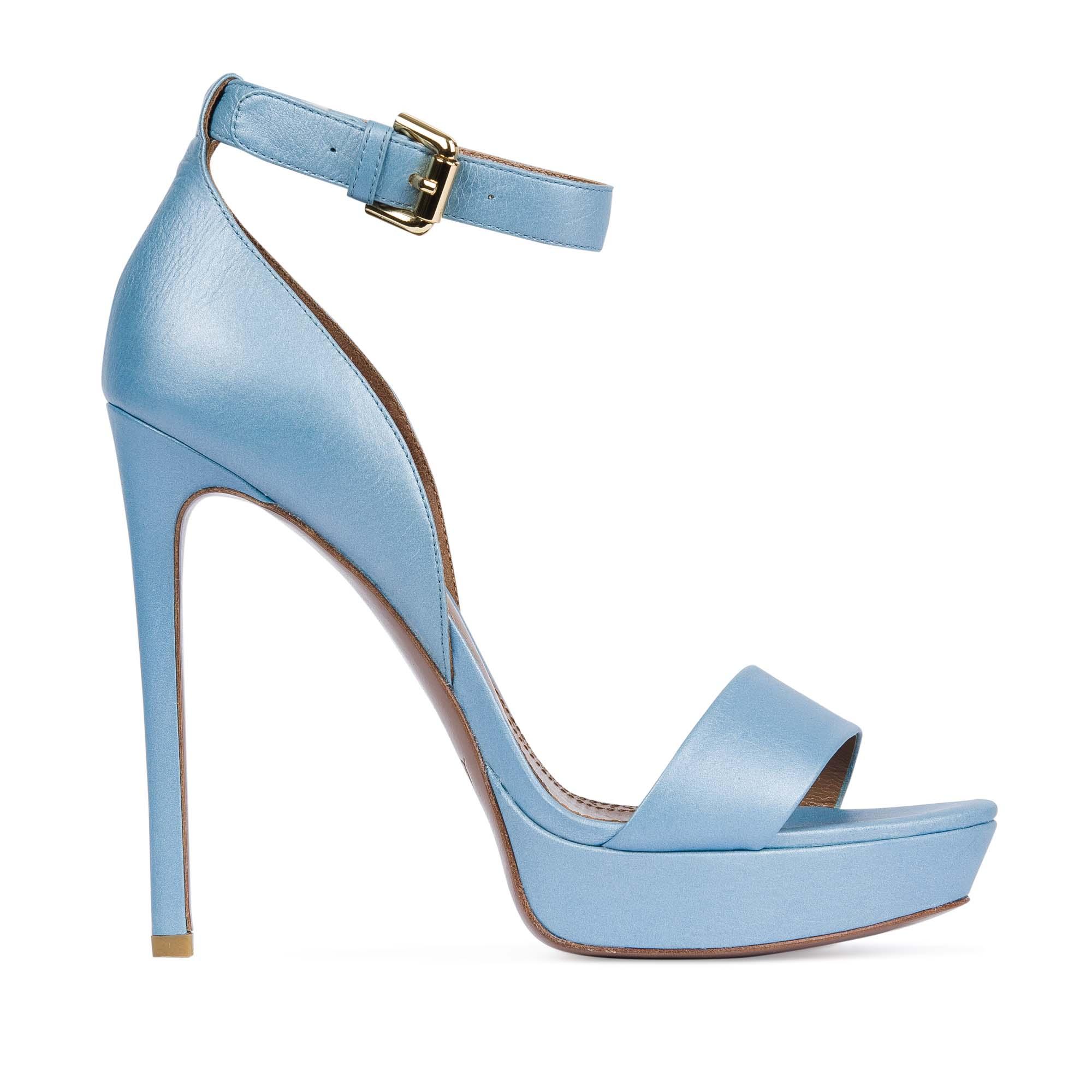 Босоножки небесно-голубого цвета с ремешкомТуфли женские<br><br>Материал верха: Кожа<br>Материал подкладки: Кожа<br>Материал подошвы: Кожа<br>Цвет: Голубой<br>Высота каблука: 13 см<br>Дизайн: Италия<br>Страна производства: Китай<br><br>Высота каблука: 13 см<br>Материал верха: Кожа<br>Материал подкладки: Кожа<br>Цвет: Голубой<br>Вес кг: 0.50800000<br>Размер: 40