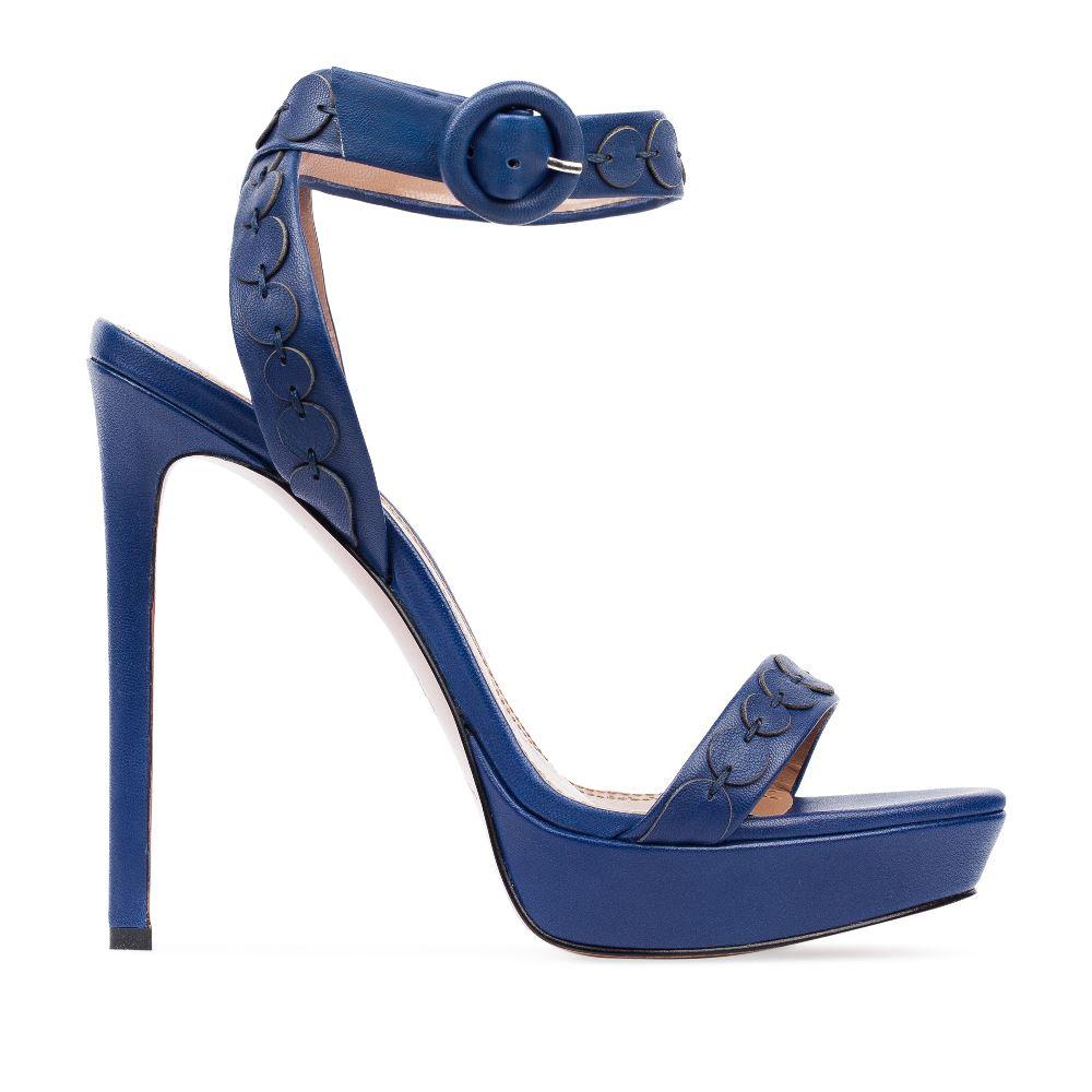 Кожаные босоножки синего цвета с ремешком