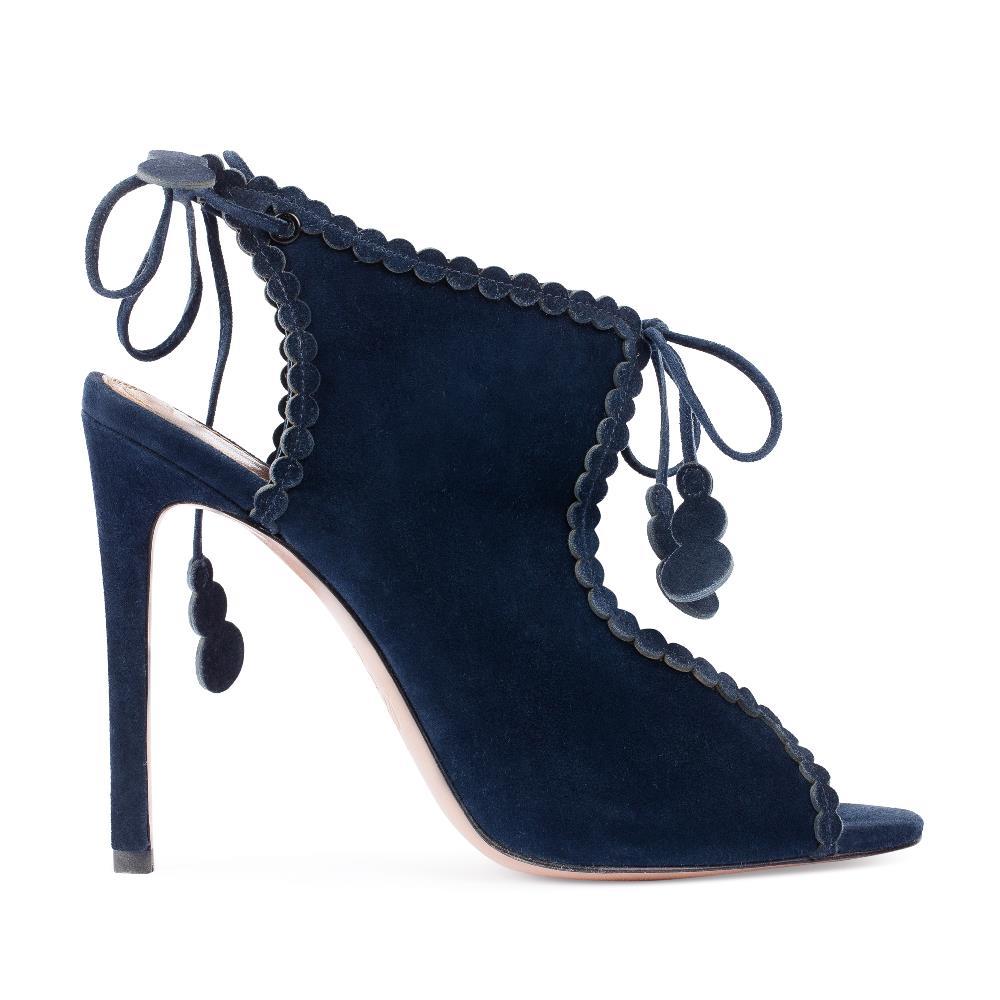 Босоножки из замши темно-синего цвета на завязкахТуфли женские<br><br>Материал верха: Замша<br>Материал подкладки: Без подкладки<br>Материал подошвы: Кожа<br>Цвет: Синий<br>Высота каблука: 10 см<br>Дизайн: Италия<br>Страна производства: Китай<br><br>Высота каблука: 10 см<br>Материал верха: Замша<br>Материал подошвы: Кожа<br>Цвет: Синий<br>Вес кг: 1.00000000<br>Размер обуви: 38.5