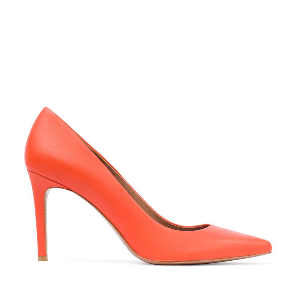 Туфли из кожи оранжевого цвета на среднем каблукеТуфли женские<br><br>Материал верха: Кожа<br>Материал подкладки: Кожа<br>Материал подошвы:Кожа<br>Цвет: Оранжевый<br>Высота каблука: 8см<br>Дизайн: Италия<br>Страна производства: Китай<br><br>Высота каблука: 8 см<br>Материал верха: Кожа<br>Материал подошвы: Кожа<br>Материал подкладки: Кожа<br>Цвет: Оранжевый<br>Вес кг: 1.00000000<br>Размер: 38.5