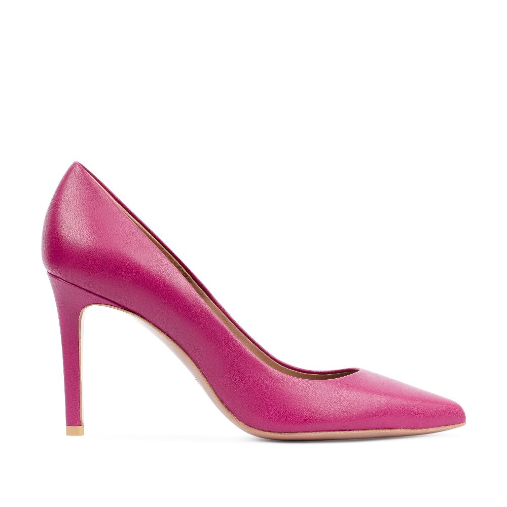 Туфли из кожи цвета амарант на среднем каблуке