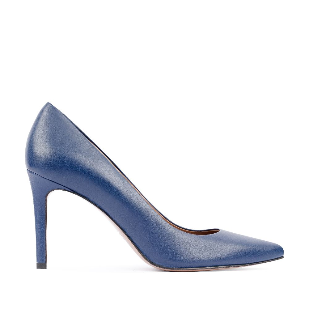 Туфли-лодочки из кожи синего цветаТуфли<br><br>Материал верха: Кожа<br>Материал подкладки: Кожа<br>Материал подошвы: Кожа<br>Цвет: Синий<br>Высота каблука: 8 см<br>Дизайн: Италия<br>Страна производства: Китай<br><br>Высота каблука: 8 см<br>Материал верха: Кожа<br>Материал подкладки: Кожа<br>Цвет: Синий<br>Пол: Женский<br>Вес кг: 460.00000000<br>Выберите размер обуви: 39
