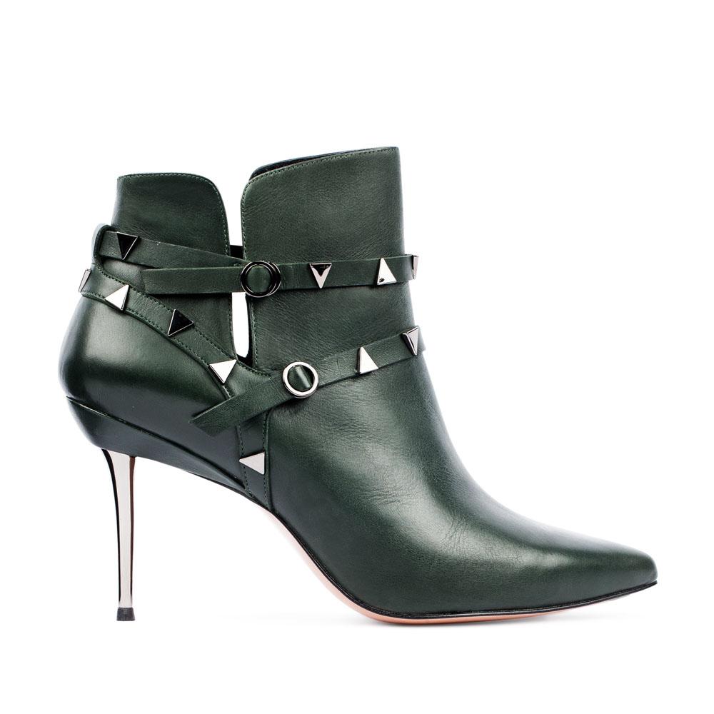 Ботильоны из кожи изумрудного цвета с заклепками на металлическом каблукеБотинки женские<br><br>Материал верха: Кожа<br>Материал подкладки: Кожа<br>Материал подошвы: Кожа<br>Цвет: Зеленый<br>Высота каблука: 8 см<br>Дизайн: Италия<br>Страна производства: Китай<br><br>Высота каблука: 8 см<br>Материал верха: Кожа<br>Материал подошвы: Кожа<br>Материал подкладки: Кожа<br>Цвет: Зеленый<br>Вес кг: 0.64000000<br>Размер обуви: 38