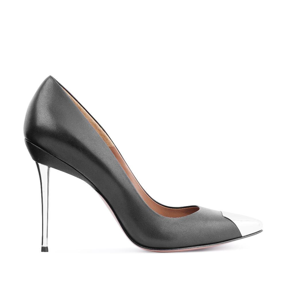 Туфли-лодочки из кожи черного цвета с металлической детальюТуфли<br><br>Материал верха: Кожа<br>Материал подкладки: Кожа<br>Материал подошвы: Кожа<br>Цвет: Черный<br>Высота каблука: 11 см<br>Дизайн: Италия<br>Страна производства: Китай<br><br>Высота каблука: 11 см<br>Материал верха: Кожа<br>Материал подкладки: Кожа<br>Цвет: Черный<br>Пол: Женский<br>Вес кг: 520.00000000<br>Выберите размер обуви: 38