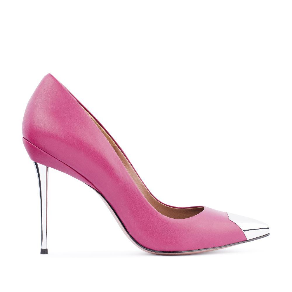 Туфли-лодочки из кожи розового цвета с металлической детальюТуфли<br><br>Материал верха: Кожа<br>Материал подкладки: Кожа<br>Материал подошвы: Кожа<br>Цвет: Розовый<br>Высота каблука: 11 см<br>Дизайн: Италия<br>Страна производства: Китай<br><br>Высота каблука: 11 см<br>Материал верха: Кожа<br>Материал подкладки: Кожа<br>Цвет: Розовый<br>Пол: Женский<br>Вес кг: 520.00000000<br>Размер: 38.5