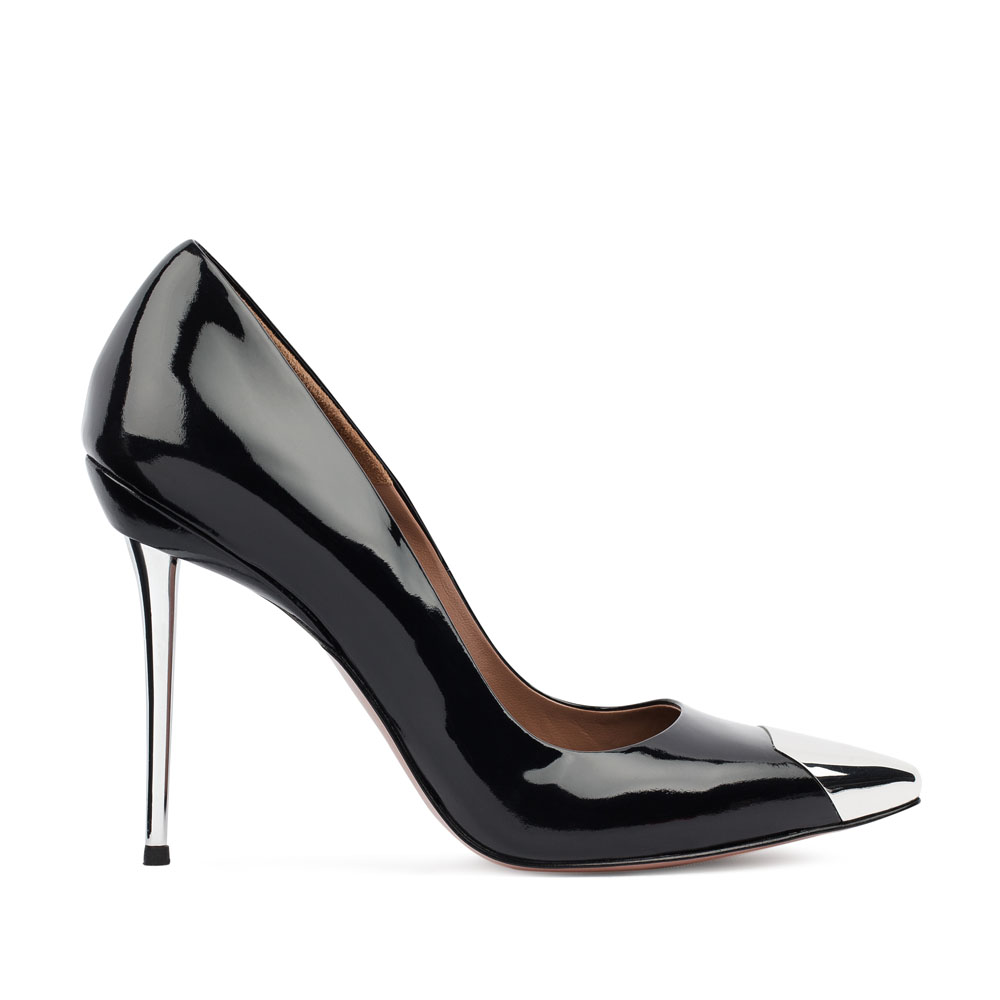 Туфли из лакированной кожи черного цвета на металлическом каблуке