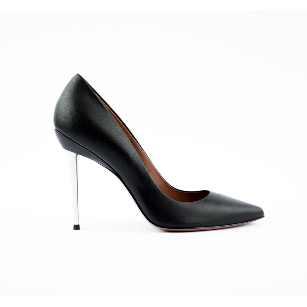 Туфли-лодочки из кожи черного цвета на металлической шпилькеТуфли<br><br>Материал верха: Кожа<br>Материал подкладки: Кожа<br>Материал подошвы: Кожа<br>Цвет: Черный<br>Высота каблука: 10 см<br>Дизайн: Италия<br>Страна производства: Китай<br><br>Высота каблука: 10 см<br>Материал верха: Кожа<br>Материал подкладки: Кожа<br>Цвет: Черный<br>Пол: Женский<br>Вес кг: 460.00000000<br>Размер: 38