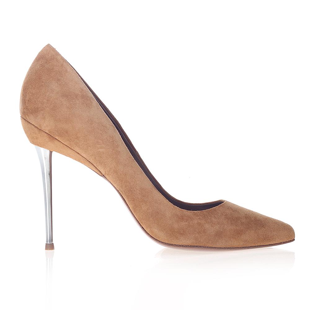 Замшевые туфли-лодочки песочного цвета на металлическом каблуке