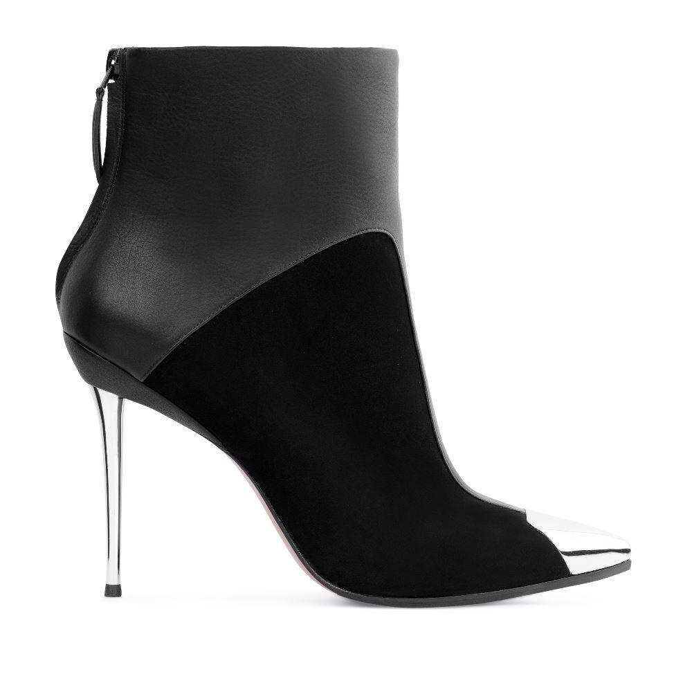 Ботильоны из кожи и замши черного цвета на металлическом каблукеБотинки<br><br>Материал верха: Замша<br>Материал подкладки: Текстиль<br>Материал подошвы: Кожа<br>Цвет: Черный<br>Высота каблука: 11 см<br>Дизайн: Италия<br>Страна производства: Китай<br><br>Высота каблука: 11 см<br>Материал верха: Замша<br>Материал подкладки: Текстиль<br>Цвет: Черный<br>Пол: Женский<br>Вес кг: 720.00000000<br>Размер обуви: 38