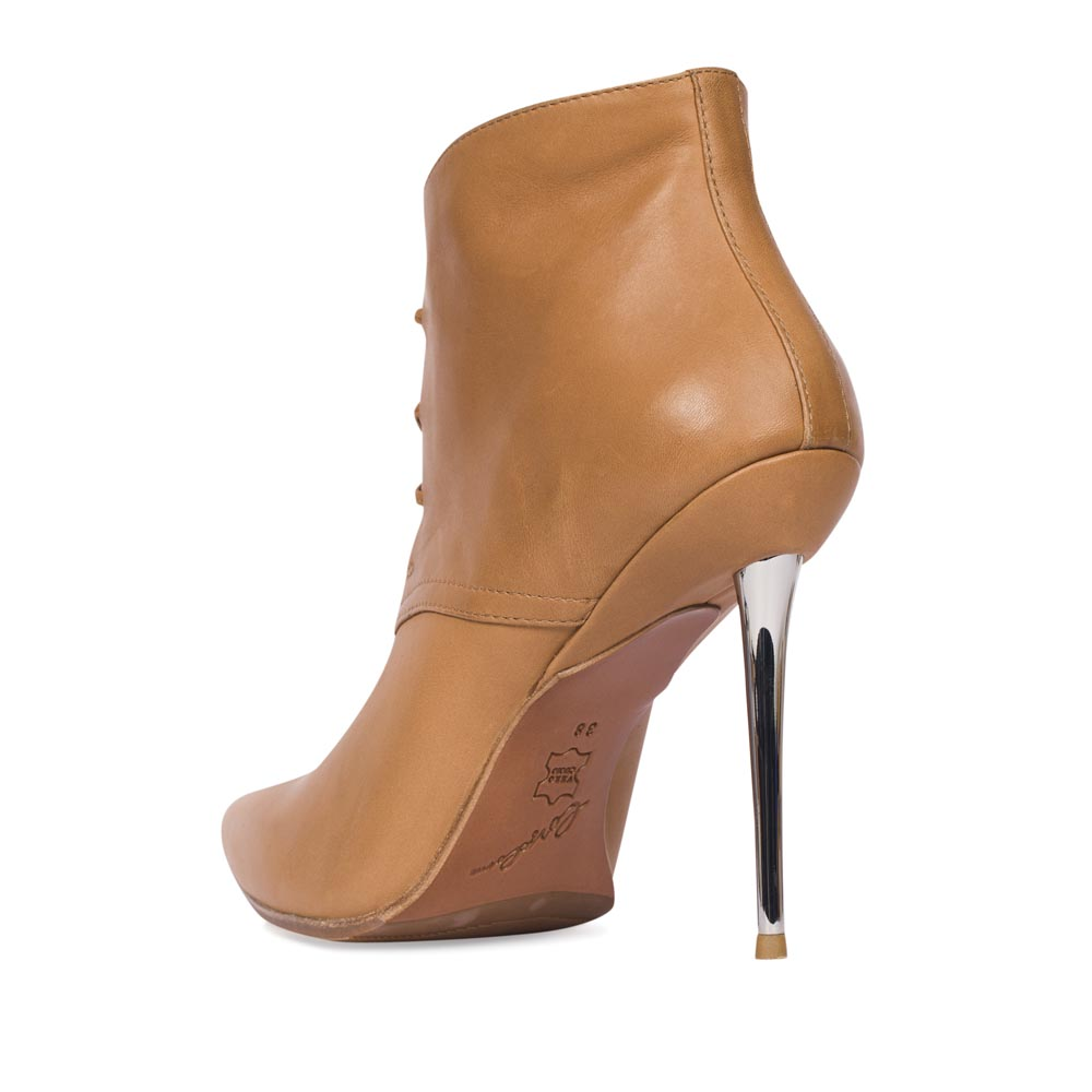 Ботильоны на каблуке CorsoComo (Корсо Комо) Ботинки из кожи светло-коричневого цвета на металлическом каблуке
