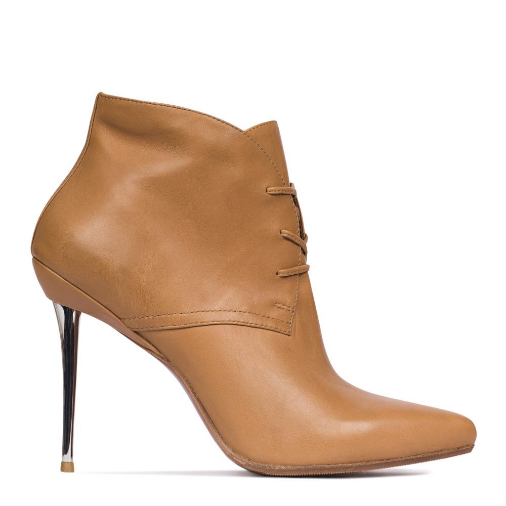 Ботинки из кожи светло-коричневого цвета на металлическом каблуке