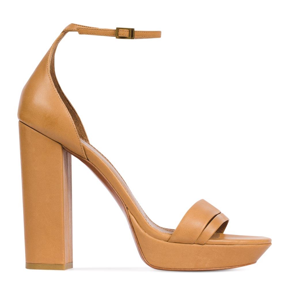 Босоножки из кожи песочного цвета на широком каблуке с ремешкомТуфли женские<br><br>Материал верха: Кожа<br>Материал подкладки: Кожа<br>Материал подошвы: Кожа<br>Цвет: Бежевый<br>Высота каблука: 12см<br>Дизайн: Италия<br>Страна производства: Китай<br><br>Высота каблука: 12 см<br>Материал верха: Кожа<br>Материал подкладки: Кожа<br>Цвет: Бежевый<br>Пол: Женский<br>Вес кг: 1.28000000<br>Размер: 40