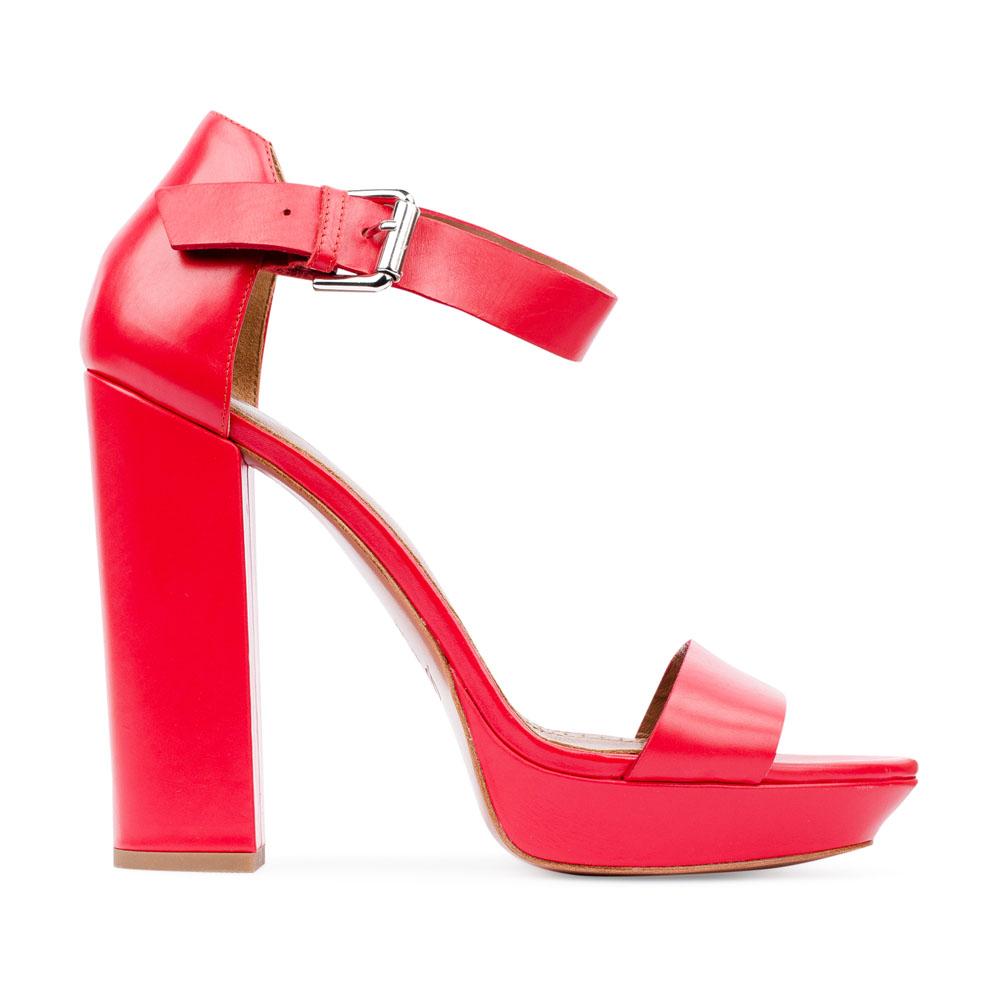 Босоножки из кожи кораллового цвета на массивном каблукеТуфли женские<br><br>Материал верха: Кожа<br>Материал подкладки: Кожа<br>Материал подошвы: Кожа<br>Цвет: Красный<br>Высота каблука: 13см<br>Дизайн: Италия<br>Страна производства: Китай<br><br>Высота каблука: 13 см<br>Материал верха: Кожа<br>Материал подошвы: Кожа<br>Материал подкладки: Кожа<br>Цвет: Красный<br>Вес кг: 0.69000000<br>Размер обуви: 40*
