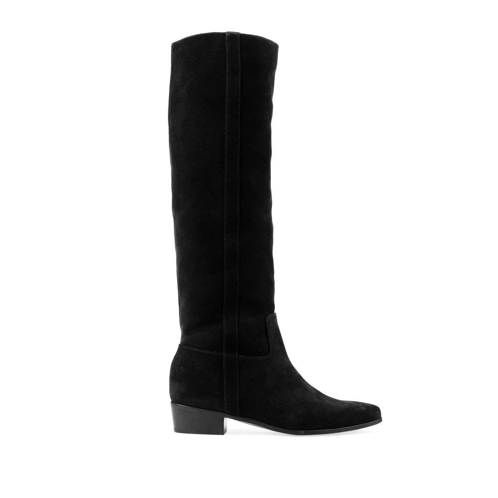 Сапоги из замши черного цвета на невысоком каблукеСапоги женские<br><br>Материал верха: Замша<br>Материал подкладки: Кожа<br>Материал подошвы: Кожа + Резина<br>Цвет: Синий<br>Высота каблука: 3 см<br>Дизайн: Италия<br>Страна производства: Китай<br><br>Высота каблука: 3 см<br>Материал верха: Замша<br>Материал подкладки: Кожа<br>Цвет: Черный<br>Пол: Женский<br>Вес кг: 2.40000000<br>Размер обуви: 40**