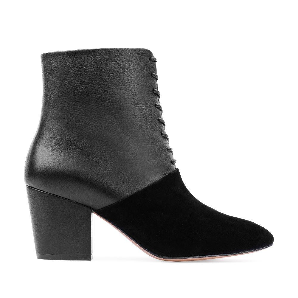 Ботинки из кожи и замши черного цвета на среднем каблукеПолусапоги женские<br><br>Материал верха: Замша<br>Материал подкладки: Кожа<br>Материал подошвы:Кожа<br>Цвет: Черный<br>Высота каблука: 6 см<br>Дизайн: Италия<br>Страна производства: Китай<br><br>Высота каблука: 6 см<br>Материал верха: Замша<br>Материал подошвы: Кожа<br>Материал подкладки: Кожа<br>Цвет: Черный<br>Вес кг: 1.00000000<br>Размер обуви: 39*