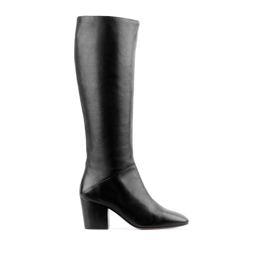 Сапоги из кожи на среднем устойчивом каблуке черного цветаСапоги женские<br><br>Материал верха: Кожа<br>Материал подкладки: Текстиль<br>Материал подошвы: Кожа<br>Цвет: Черный<br>Высота каблука: 6 см<br>Дизайн: Италия<br>Страна производства: Китай<br><br>Высота каблука: 6 см<br>Материал верха: Кожа<br>Материал подошвы: Кожа<br>Материал подкладки: Текстиль<br>Цвет: Черный<br>Вес кг: 1.00000000<br>Размер: 38.5
