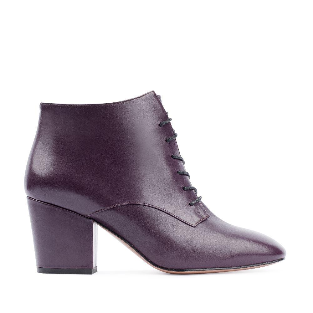 Ботинки из кожи фиолетового цвета на среднем каблуке