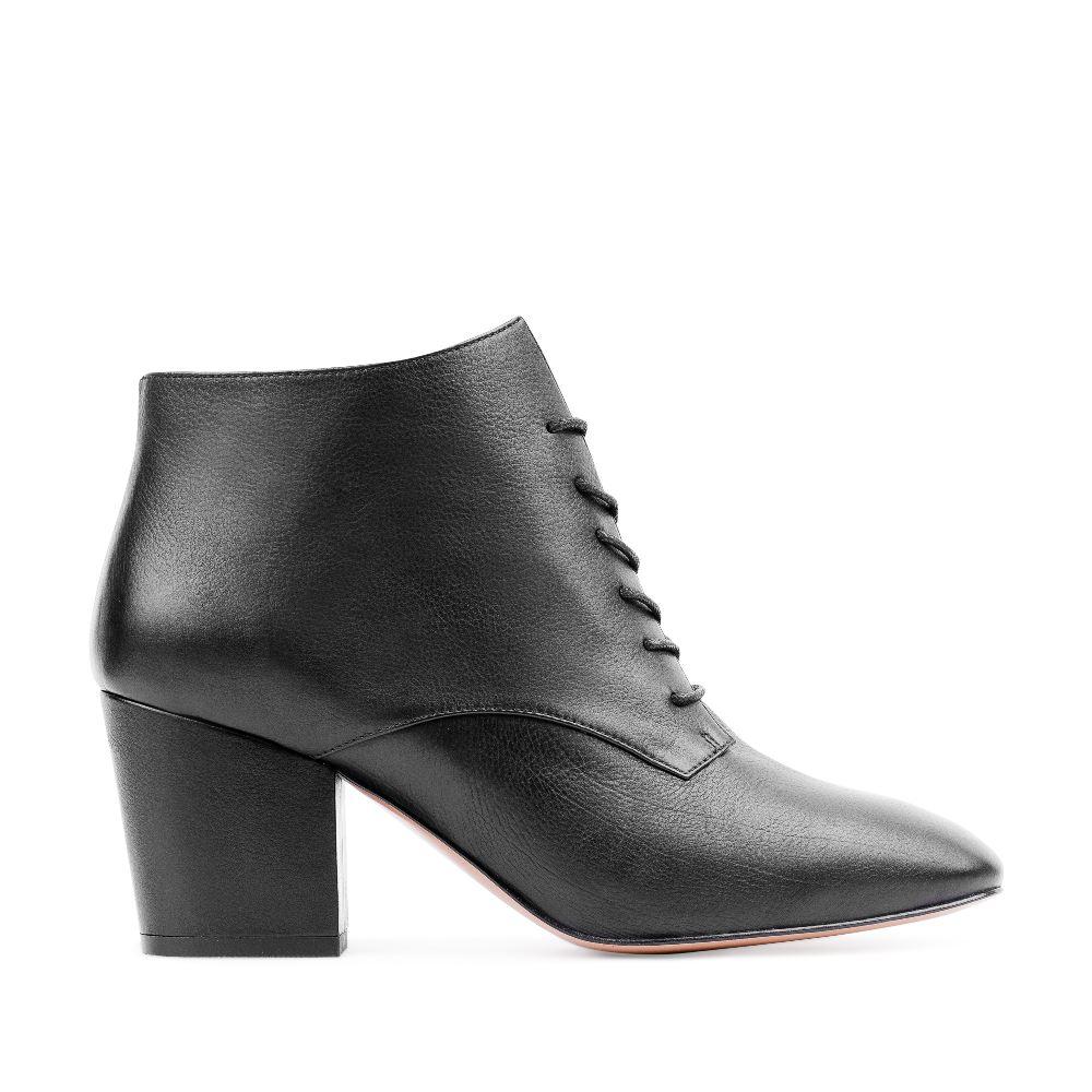 Кожаные ботинки черного цвета на среднем каблуке