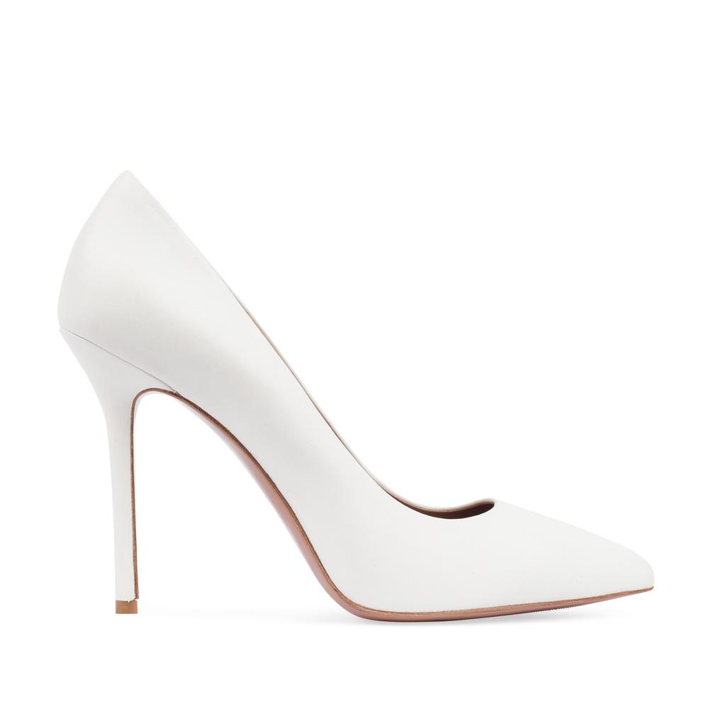 Туфли-лодочки из кожи белого цвета