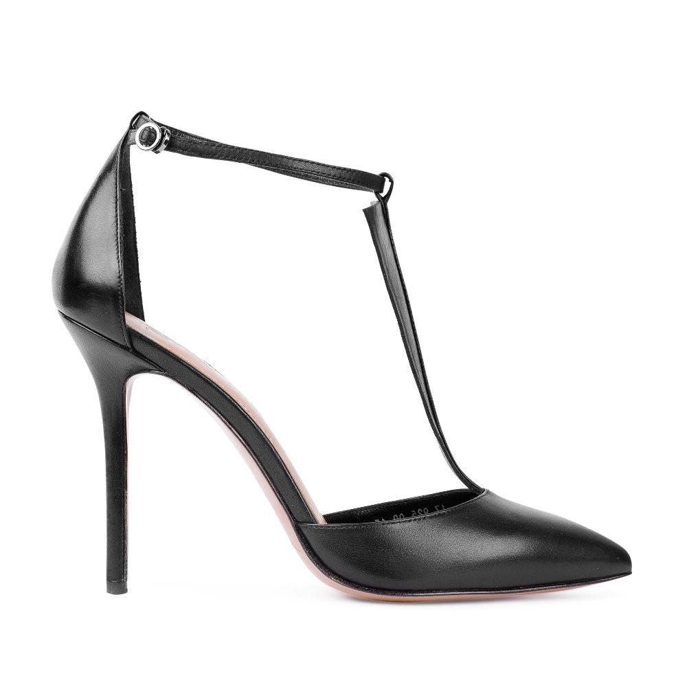 Туфли из кожи черного цвета с ремешком на высоком каблуке