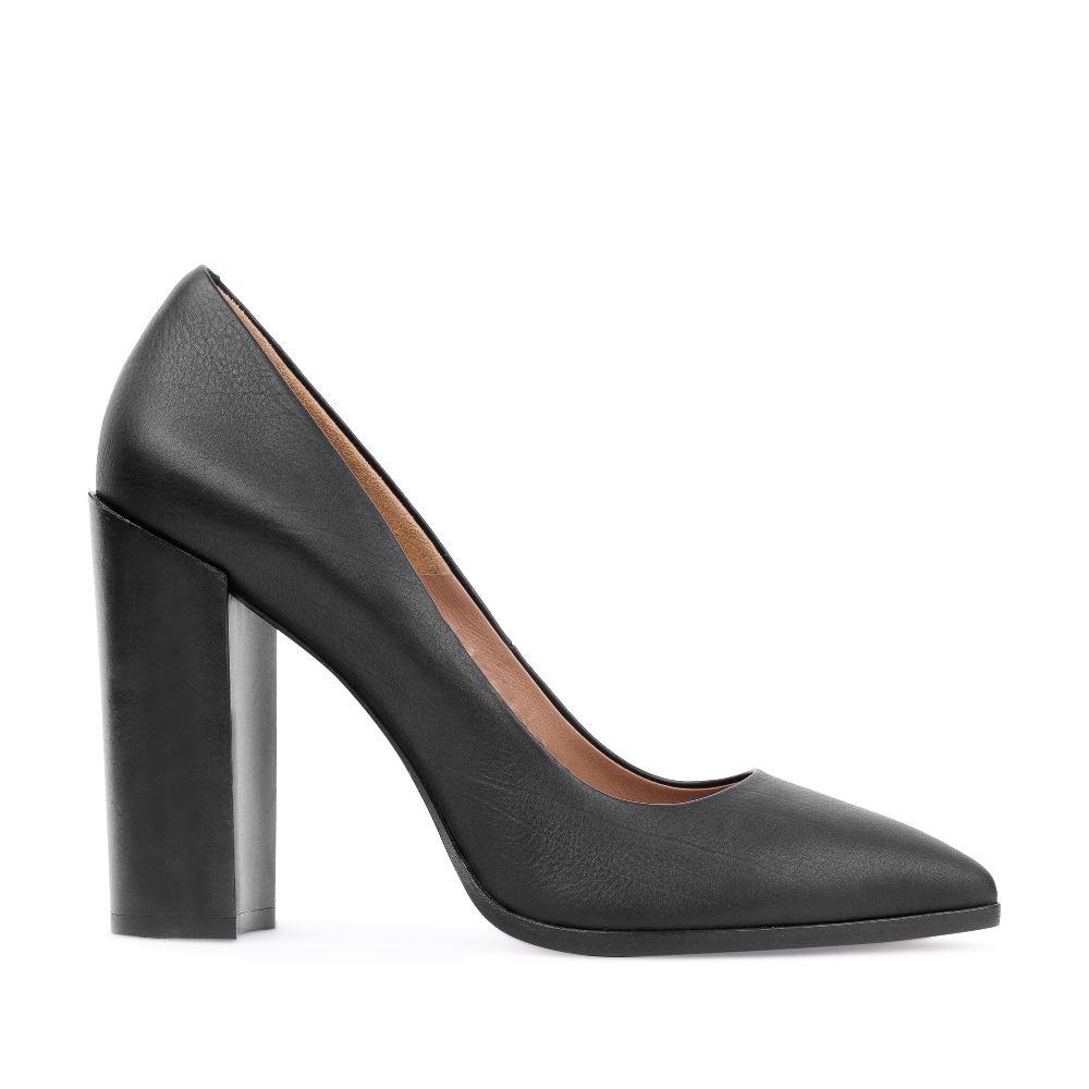Туфли из кожи черного цвета на устойчивом каблуке