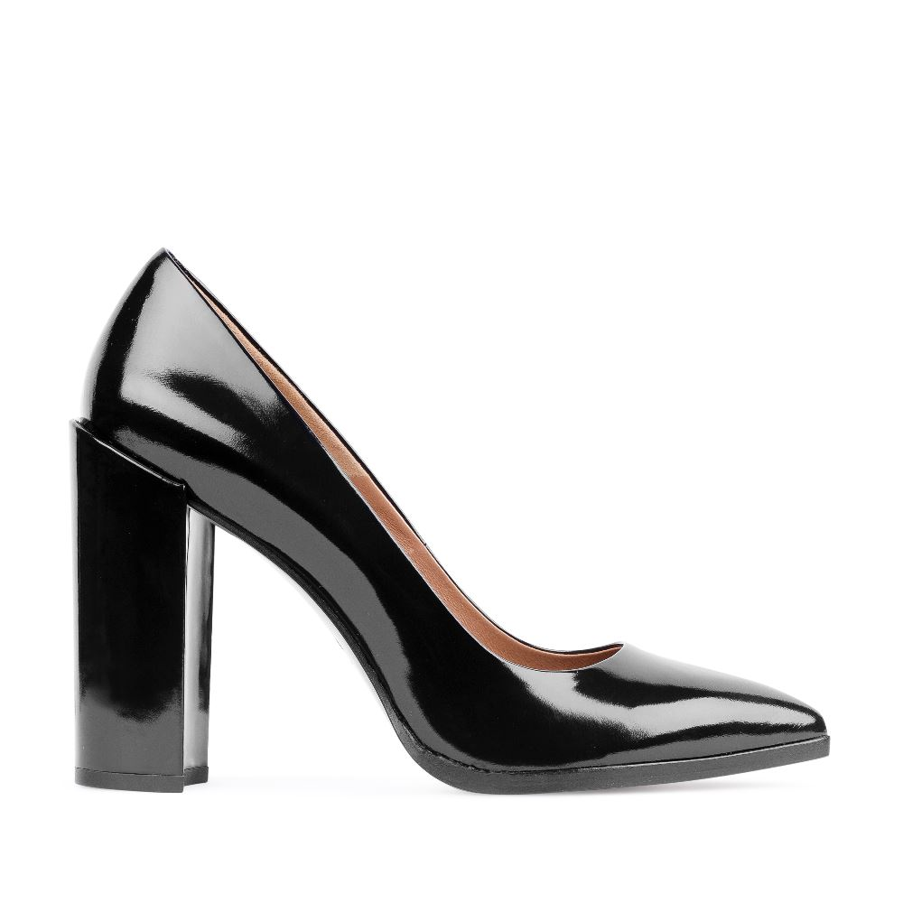 Туфли-лодочки из лакированной кожи чёрного цвета на широком каблуке