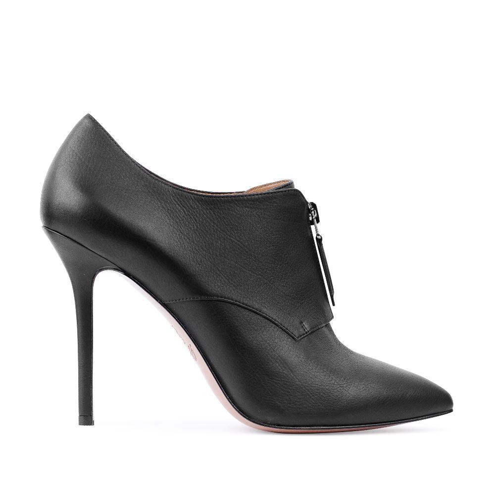 Ботильоны черного цвета из кожи на молнииБотильоны<br><br>Материал верха: Кожа<br>Материал подкладки: Кожа<br>Материал подошвы: Кожа<br>Цвет: Черный<br>Высота каблука: 11 см<br>Дизайн: Италия<br>Страна производства: Китай<br><br>Высота каблука: 11 см<br>Материал верха: Кожа<br>Материал подкладки: Кожа<br>Цвет: Черный<br>Пол: Женский<br>Вес кг: 540.00000000<br>Размер обуви: 39