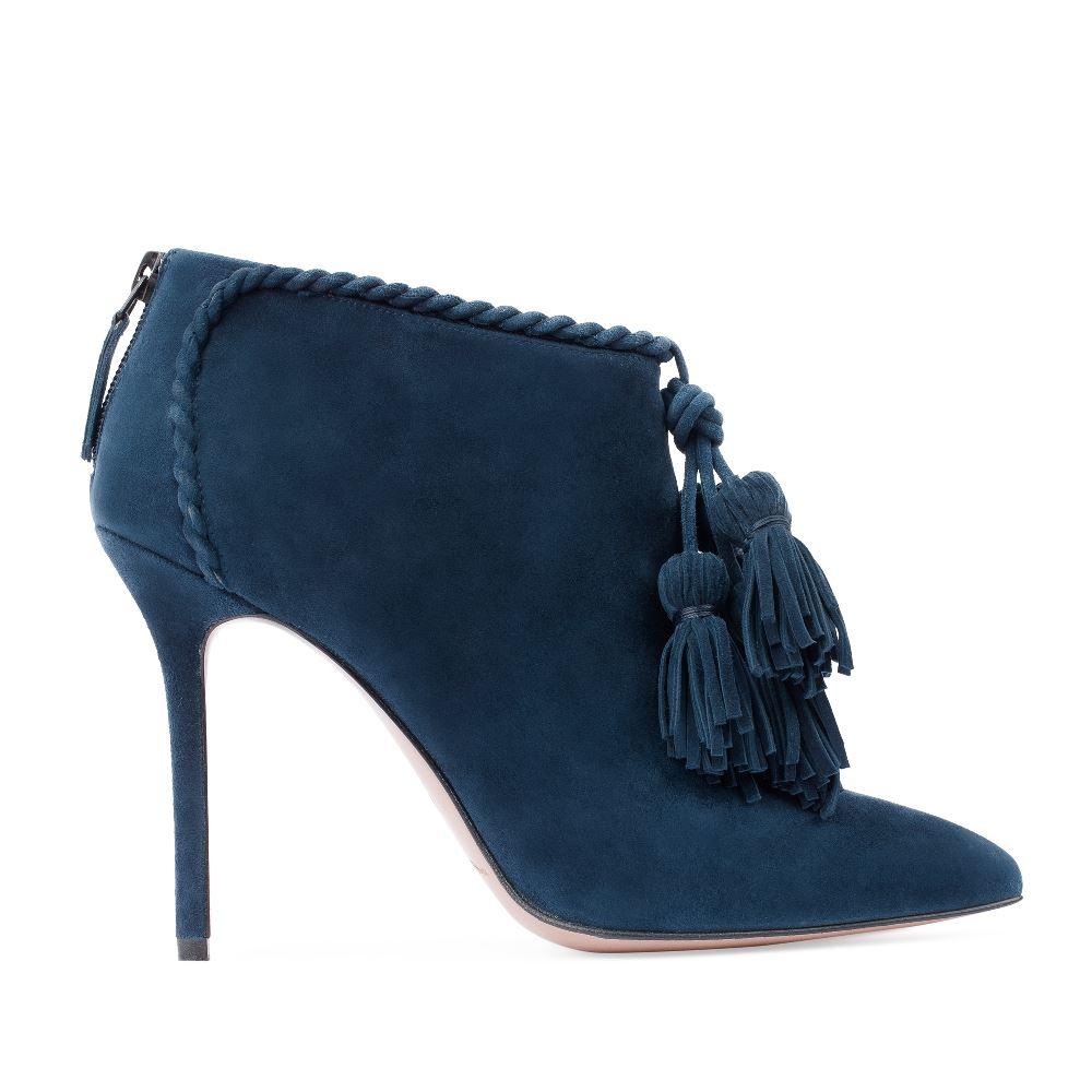 Ботильоны из замши сапфирового цвета с кисточкамиБотинки женские<br><br>Материал верха: Замша<br>Материал подкладки: Кожа<br>Материал подошвы: Кожа<br>Цвет: Синий<br>Высота каблука: 10 см<br>Дизайн: Италия<br>Страна производства: Китай<br><br>Высота каблука: 10 см<br>Материал верха: Замша<br>Материал подошвы: Кожа<br>Материал подкладки: Кожа<br>Цвет: Синий<br>Вес кг: 1.00000000<br>Размер обуви: 39