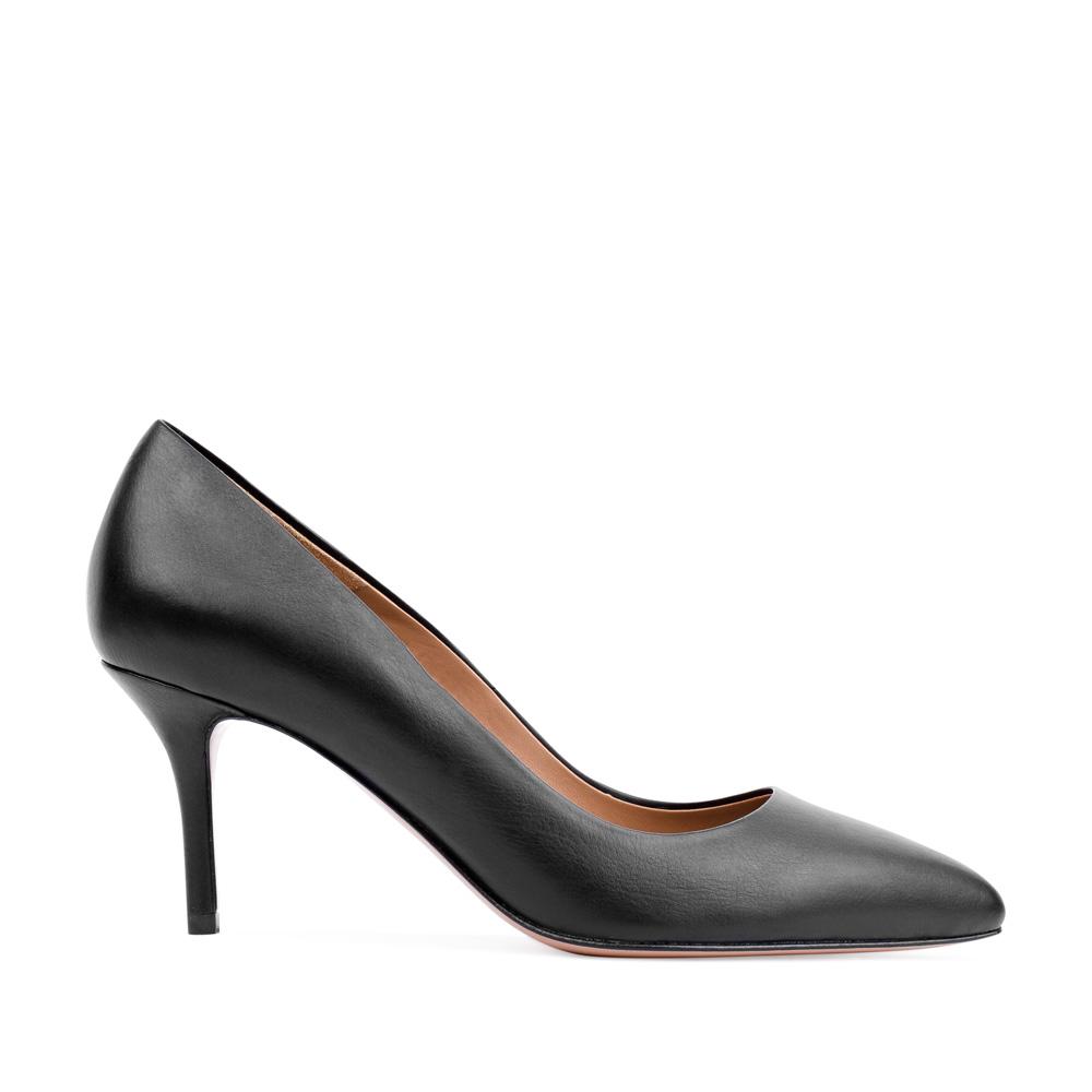 Туфли-лодочки из кожи черного цвета на среднем каблукеТуфли женские<br><br>Материал верха: Кожа<br>Материал подкладки: Кожа<br>Материал подошвы: Кожа<br>Цвет: Черный<br>Высота каблука: 6 см<br>Дизайн: Италия<br>Страна производства: Китай<br><br>Высота каблука: 6 см<br>Материал верха: Кожа<br>Материал подкладки: Кожа<br>Цвет: Черный<br>Вес кг: 0.38000000<br>Размер: 36