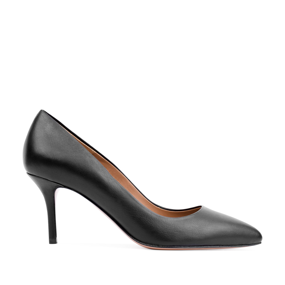 Туфли-лодочки из кожи черного цвета на среднем каблуке