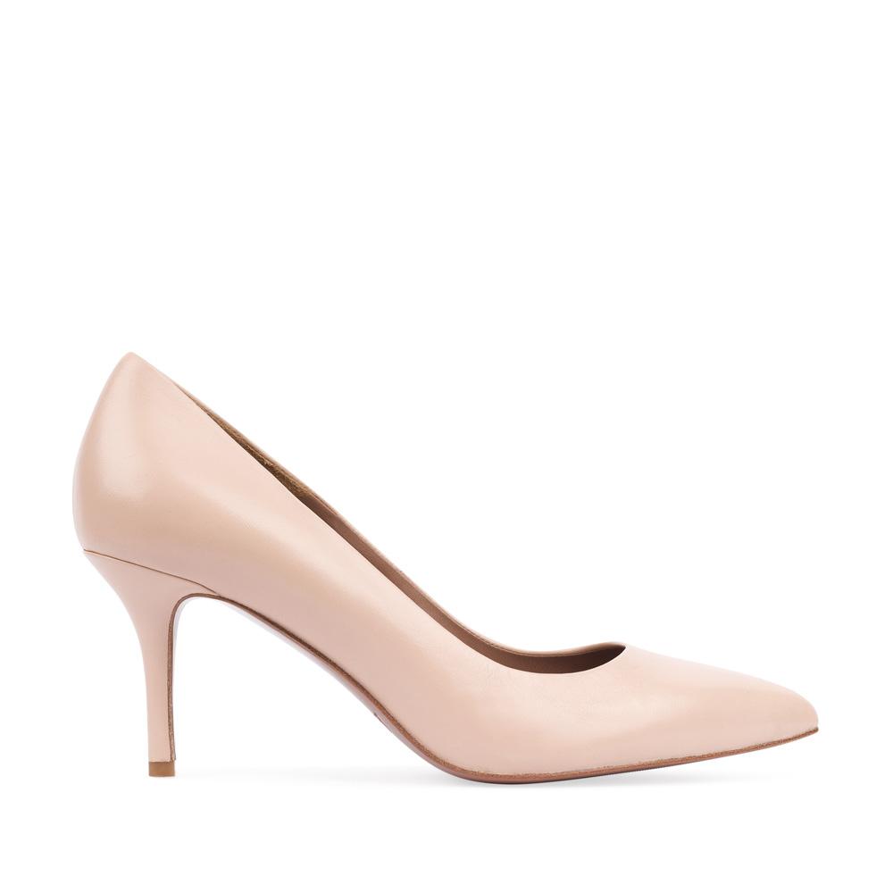 Туфли-лодочки из кожи бежевого цвета на среднем каблуке