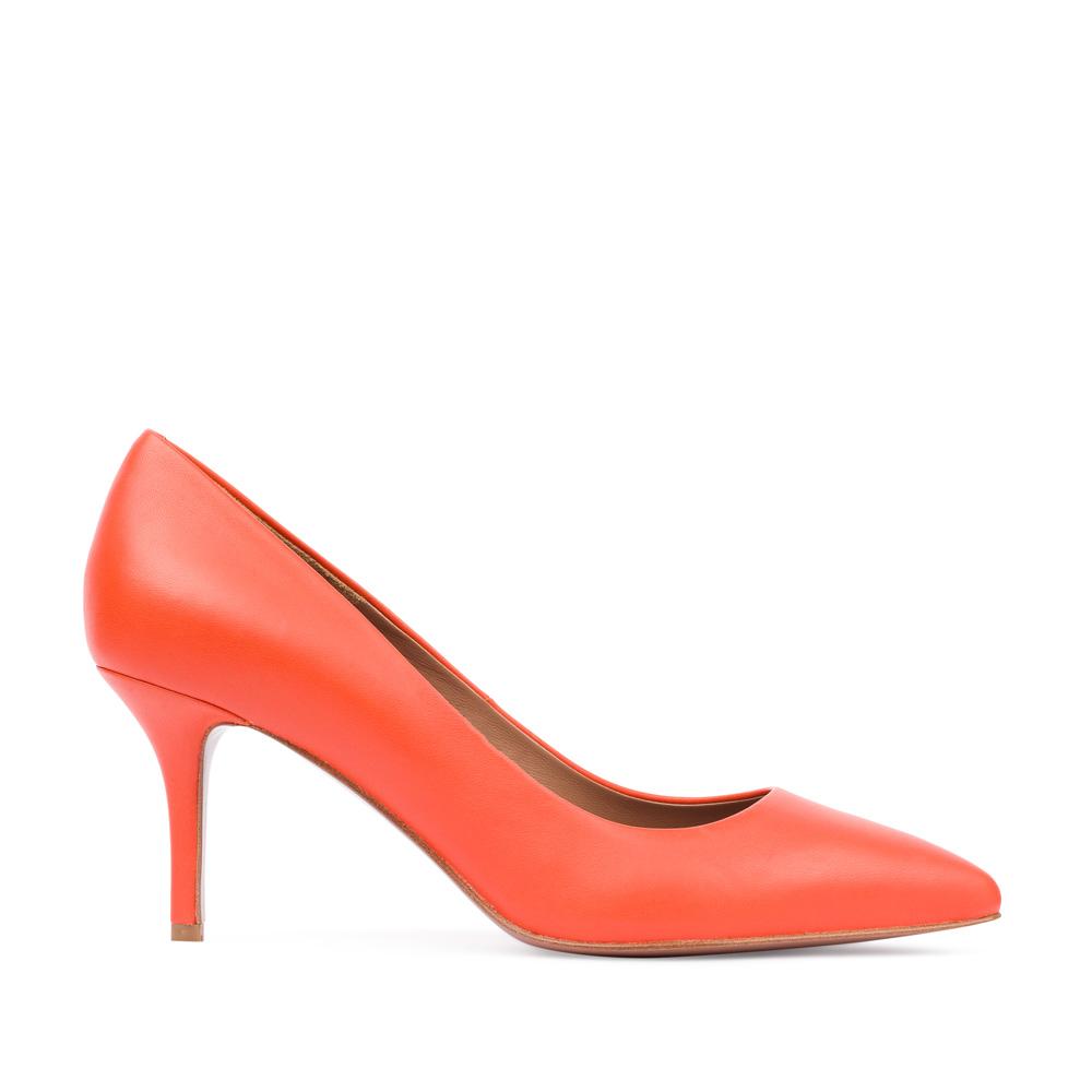 Туфли-лодочки из кожи оранжевого цвета на среднем каблуке