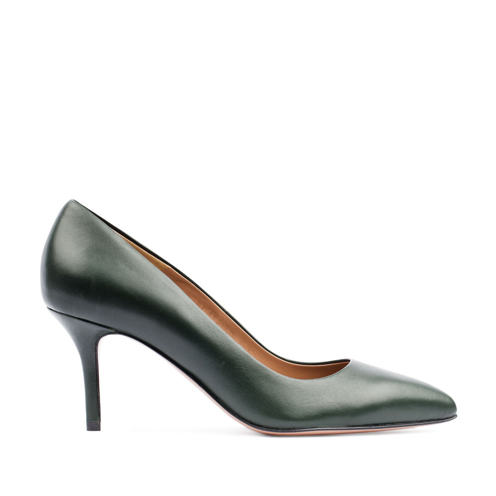Туфли-лодочки из кожи изумрудного цвета на среднем каблуке